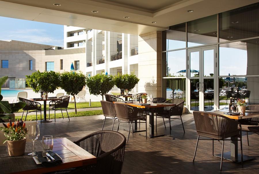 Ресторан средиземноморской и ближневосточной кухни Анатолиан Кебаб и Гриль в отеле Radisson Blu Resort & Congress Centre Sochi
