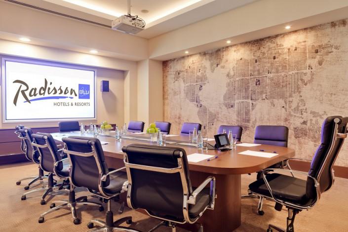 Переговорная комната в конгресс-центре отеля Radisson Blu Resort & Congress Centre Sochi