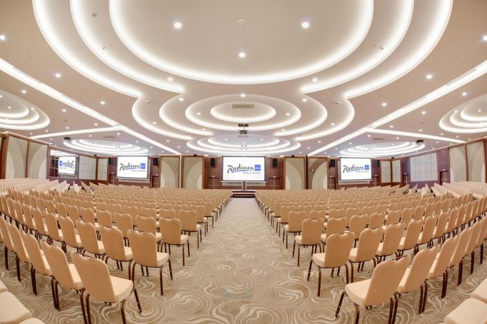 Конференц-зал Премьер в конгресс-центре отеля Radisson Blu Resort & Congress Centre Sochi