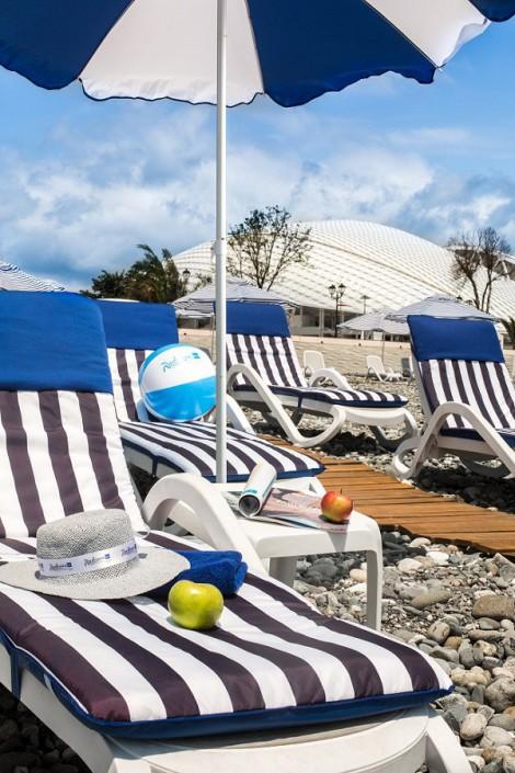 Пляж отеля Radisson Blu Resort & Congress Centre Sochi