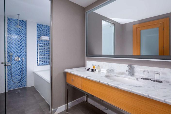 Туалетная комната в номере Люкс Junior отеля Radisson Collection Paradise Resort & Spa, Сочи