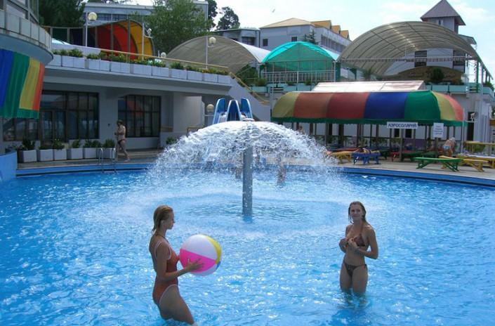 Открытый бассейн санатория Радуга