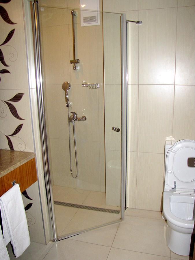 Туалетная комната в номере отеля Райда