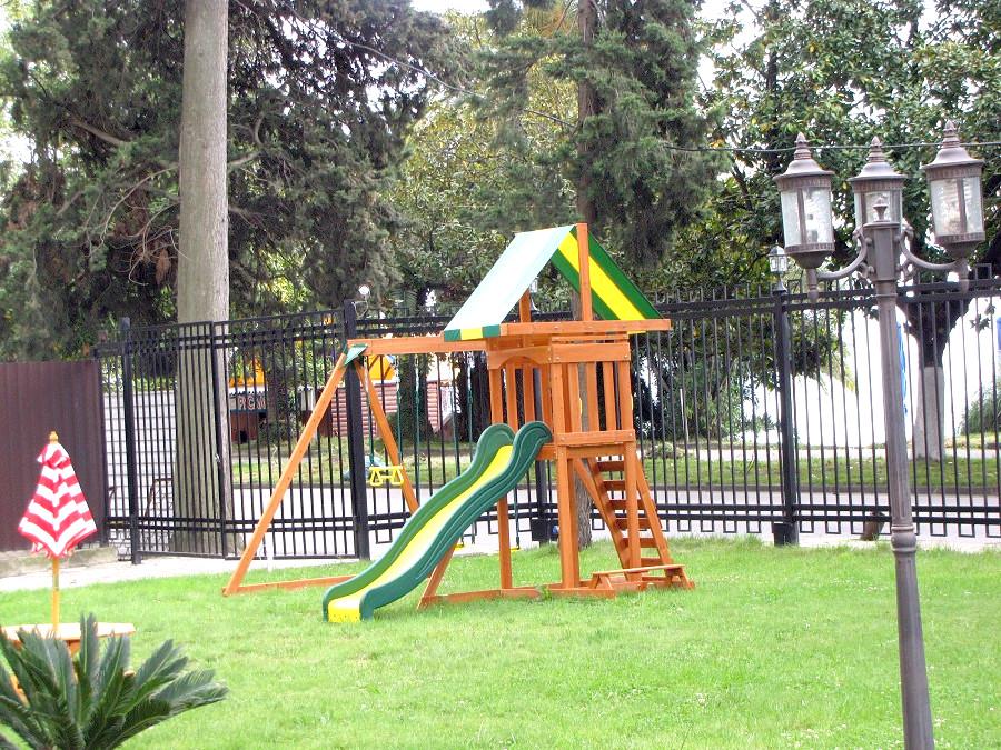 Детская игровая площадка отеля Райда