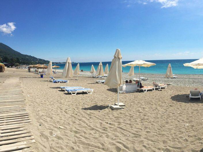 Пляж у гостиницы Райда, Гагра