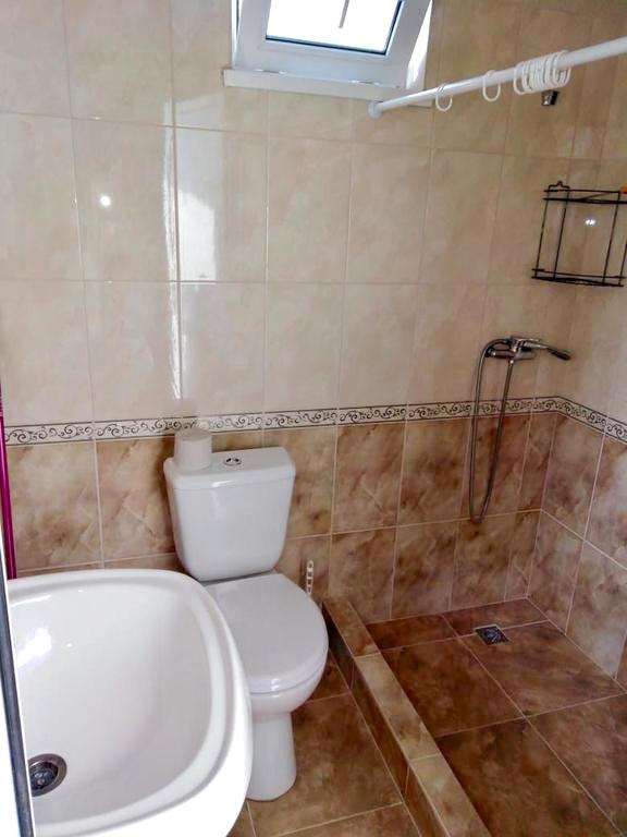 Туалетная комната Семейного номера отеля Райский уголок