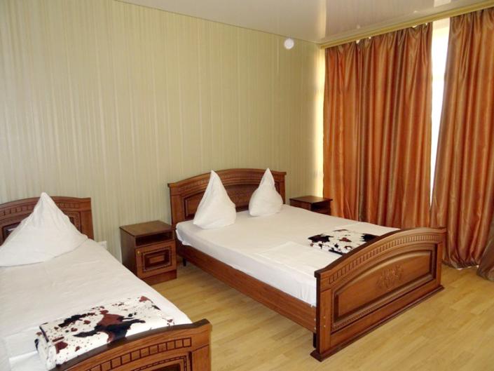 Улучшенный трехместный номер отеля Райский уголок