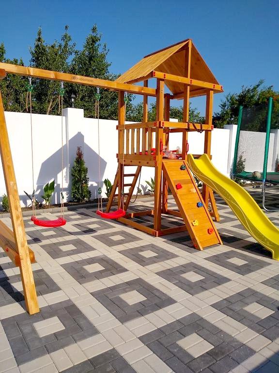 Детская площадка отеля Райский уголок