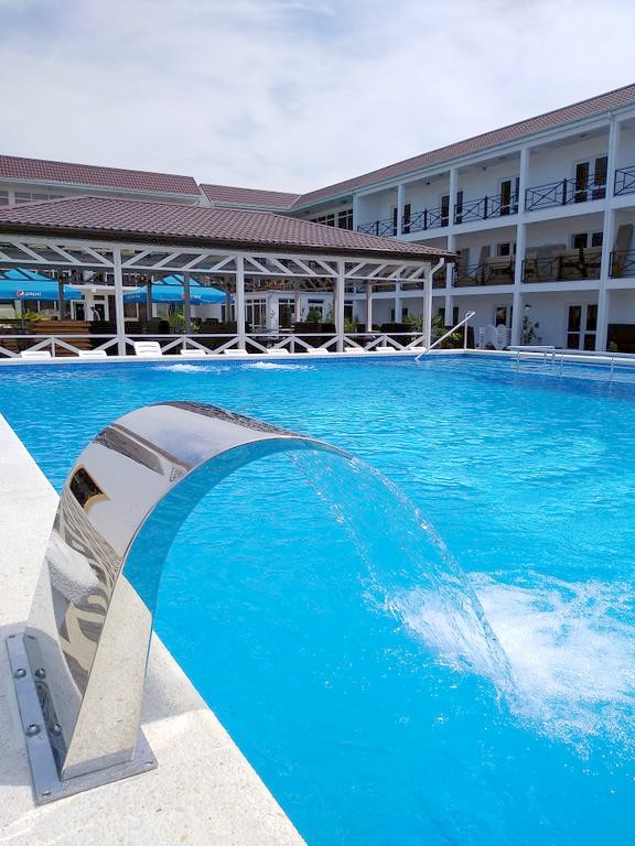 Бассейн отеля Райский уголок