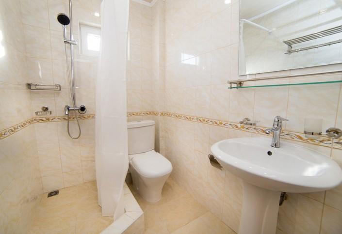 Туалетная комната Стандартного двухместного номера гостевого дома Репруа