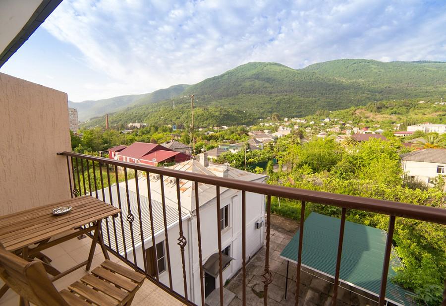 Вид с балкона Стандартного двухместного номера гостевого дома Репруа