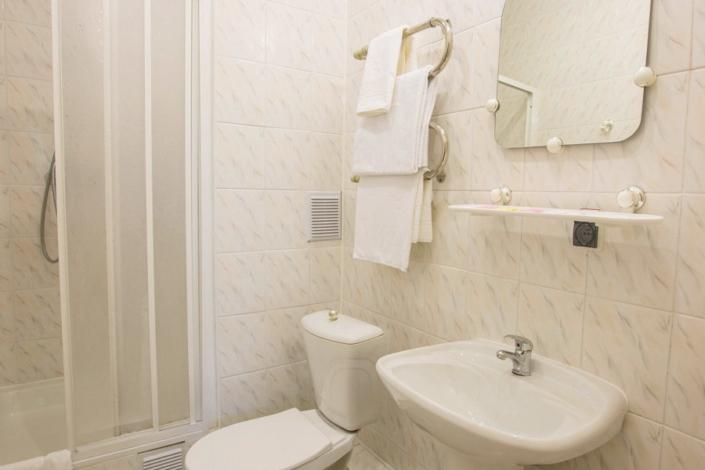 Туалетная комната Стандартного номера в отеле Резиденция Совиньон