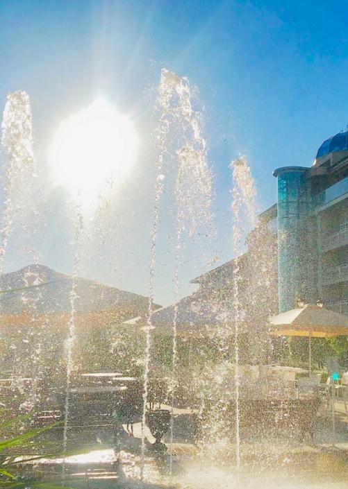 Фонтан на территории отеля Ribera Resort & Spa