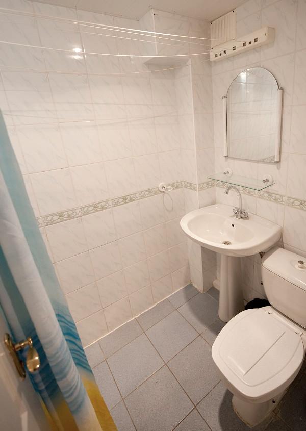 Туалетная комната номера Эконом в Корпусе 1 Ripario Hotel Group