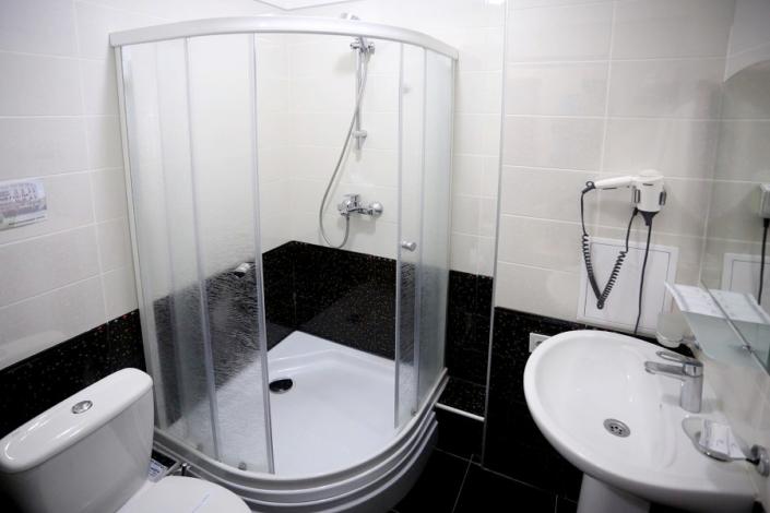 Туалетная комната номера Полулюкс в отеле Ritsk
