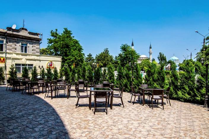Летняя терраса ресторана отеля Ritsk