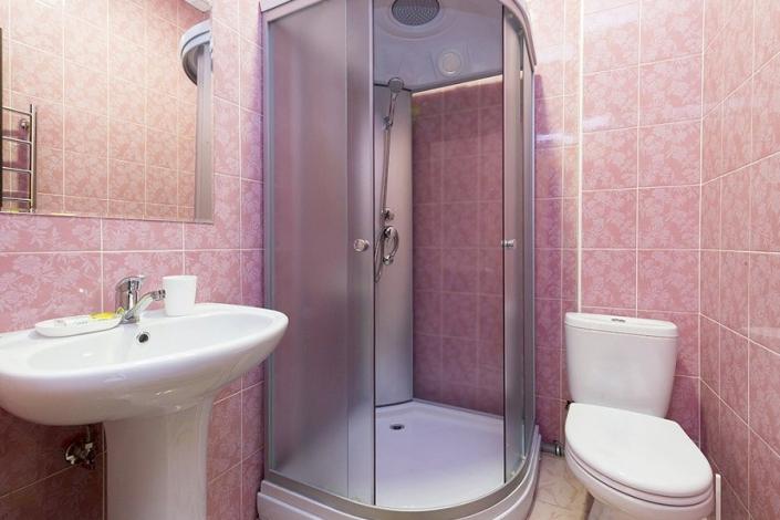 Туалетная комната номера Люкс пансионата Ривьера, Пицунда