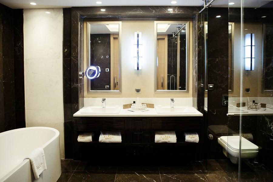 Туалетная комната номера Делюкс отеля Rixos Krasnaya Polyana Sochi