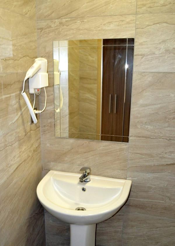 Туалетная комната номера Полулюкс в Корпусе 1 отеля Родина, Новый Афон