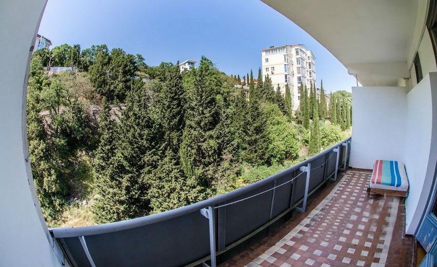 Вид на север с балкона номера Стандарт в Корпусе № 3 санатория Родина