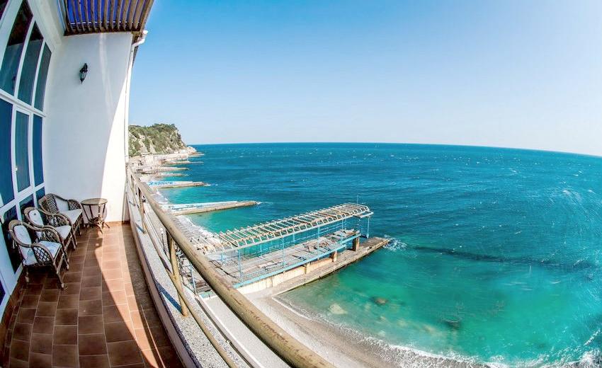 Вид на море с балкона номера ПК в Корпусе № 4 санатория Родина