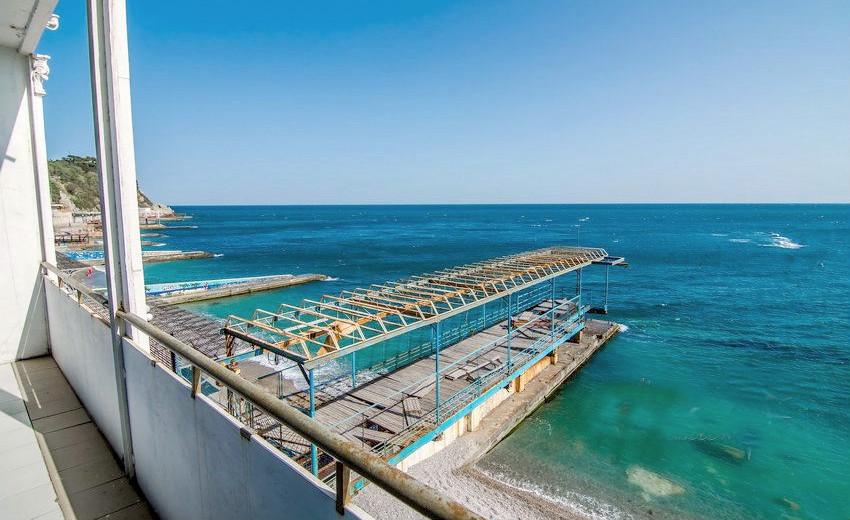 Вид на море с балкона номера Люкс в Корпусе № 4 санатория Родина