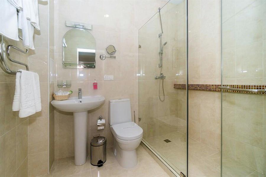 Туалетная комната Улучшенного номера санатория Родник