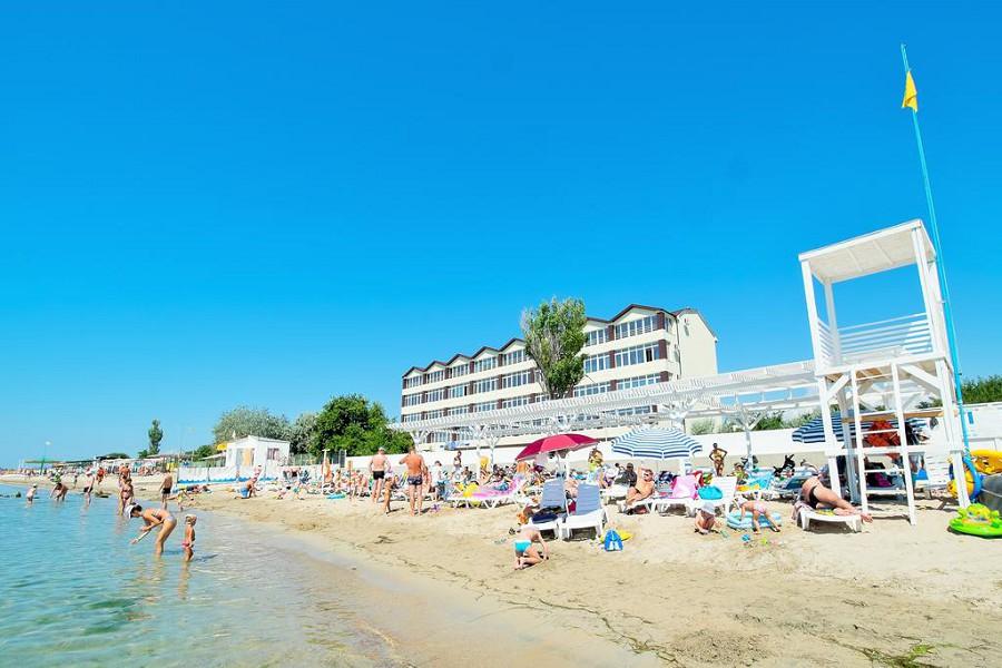Пляж парк-отеля Романова