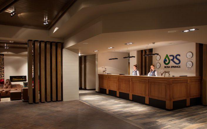 Служба приема и размещения гостей отеля Rosa Springs