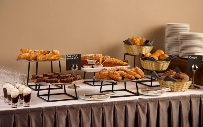 Завтрак в ресторане Эдельвейс отеля Rosa Springs