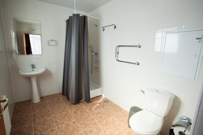 Туалетная комната номера Стандарт Плюс в шале Rosa Village, ГК Роза Хутор, Красная Поляна, Сочи