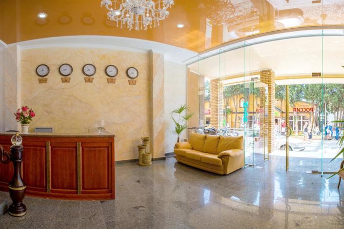 Холл отеля Россия в Алуште