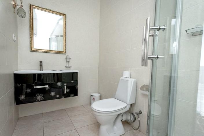 Туалетная комната номера Комфорт отеля Россия в Алуште