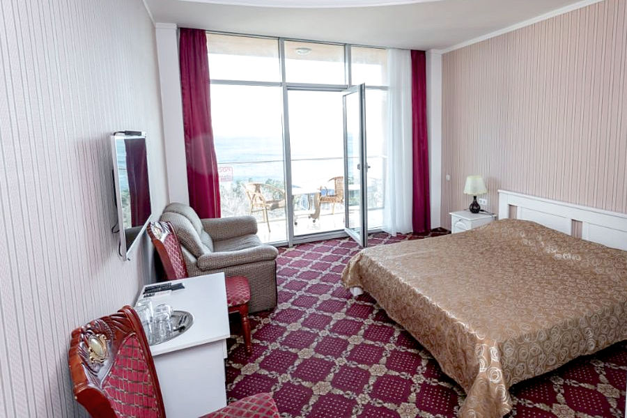 Полулюкс двухместный с видом на море отеля Россия в Алуште