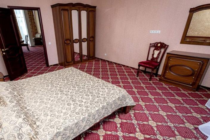 Люкс двухместный двухкомнатный отеля Россия в Алуште