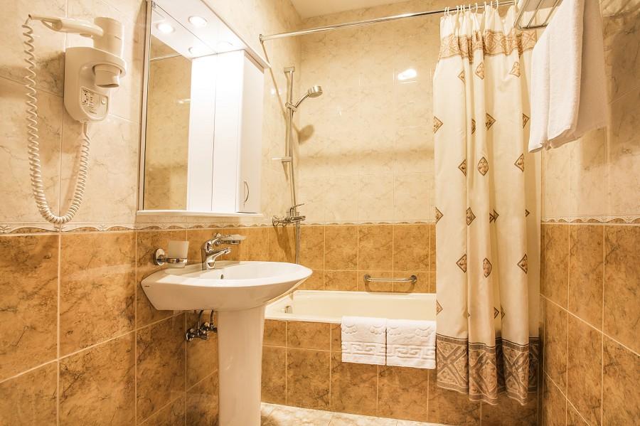 Туалетная комната в номере отеля Роза ветров
