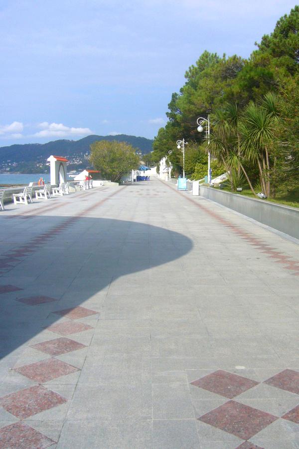 Набережная пляжного комплекса санатория Русь