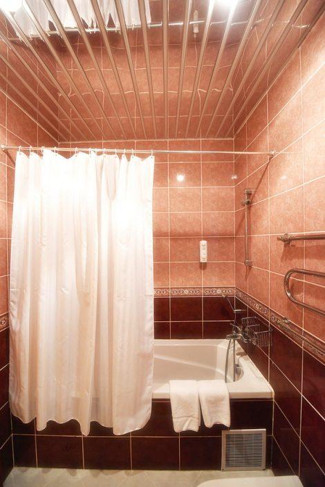 Туалетная комната Стандартного номера в Главном корпусе спа-отеля Русский дом Дивный 43°39°, Сочи