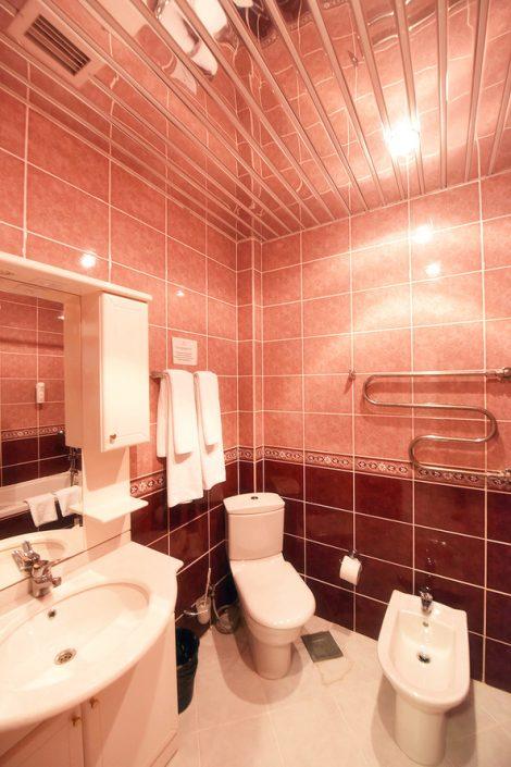 Туалетная комната номера Люкс в Главном корпусе спа-отеля Русский дом Дивный 43°39°, Сочи