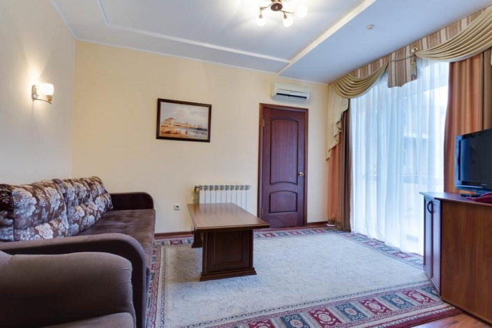 Люкс двухместный двухкомнатный отеля «Русское море»