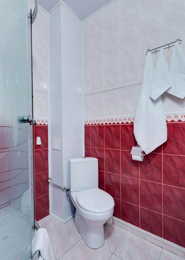 Туалетная комната номера Люкс в отеле «Русское море»