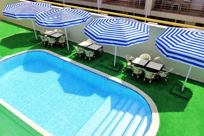 Бассейн отеля «Русское море»