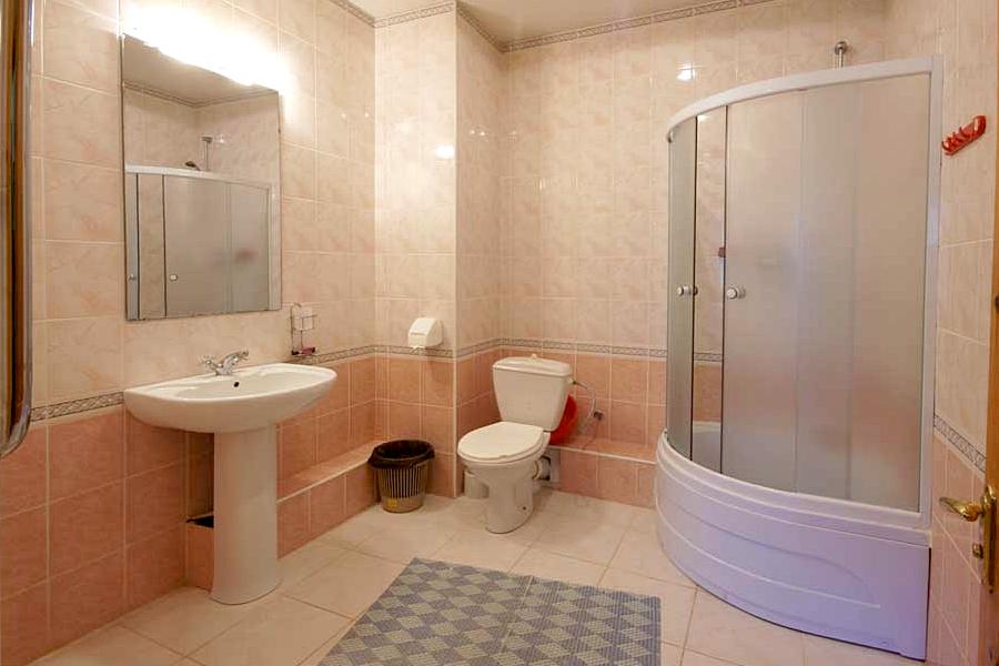 Туалетная комната номера Люкс в корпусе Южный санатория Саки