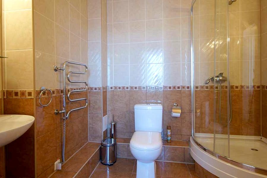 Туалетная комната номера Делюкс в корпусе Южный санатория Саки