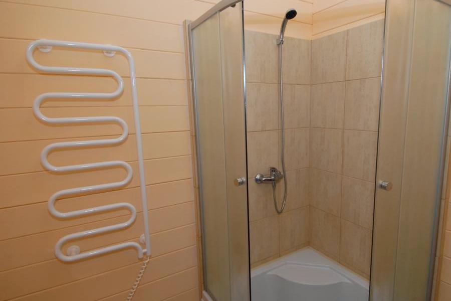 Туалетная комната Стандартного номера в корпусе Западный санатория Саки