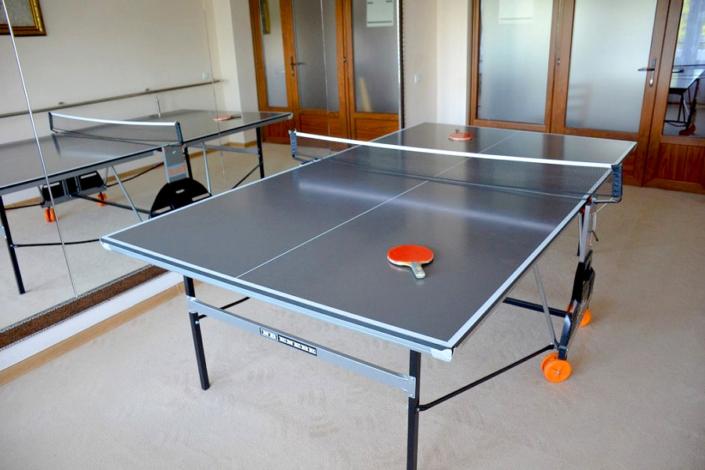 Стол для игры в настольный теннис в санатории Сакрополь