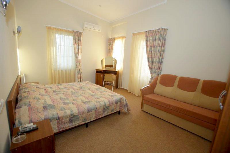 Люкс двухместный двухкомнатный отеля Самшит, Очамчыра, Абхазия