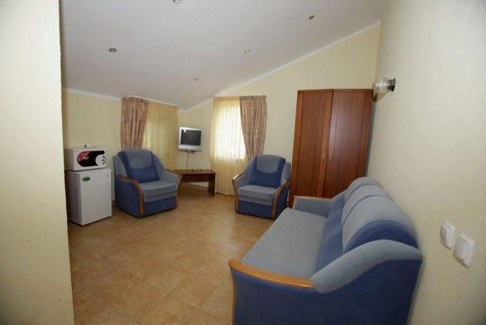 Люкс двухместный двухкомнатный отеля Самшит отеля Самшит, Очамчыра, Абхазия