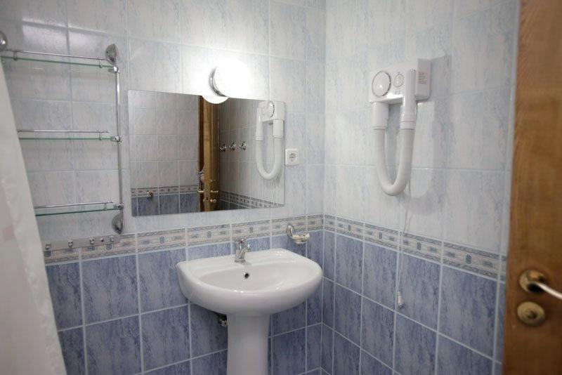 Ванная комната номера Люкс отеля Самшит, Очамчыра, Абхазия