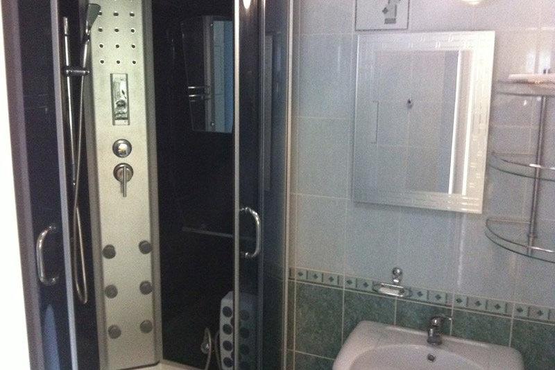 Душевая кабина в коттедже отеля Самшит, Очамчыра, Абхазия
